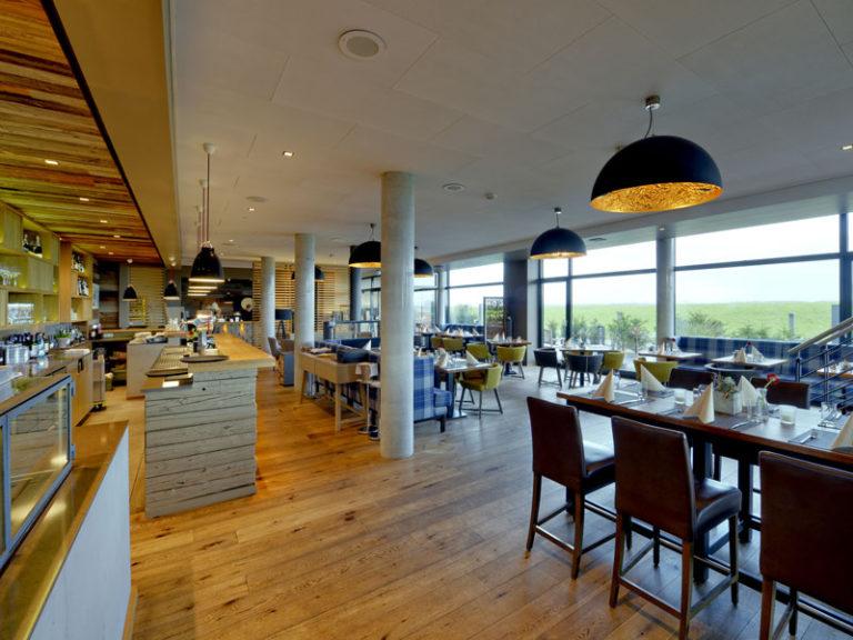 Restaurant Sandbank auf Krautsand mit Blick auf die Elbe
