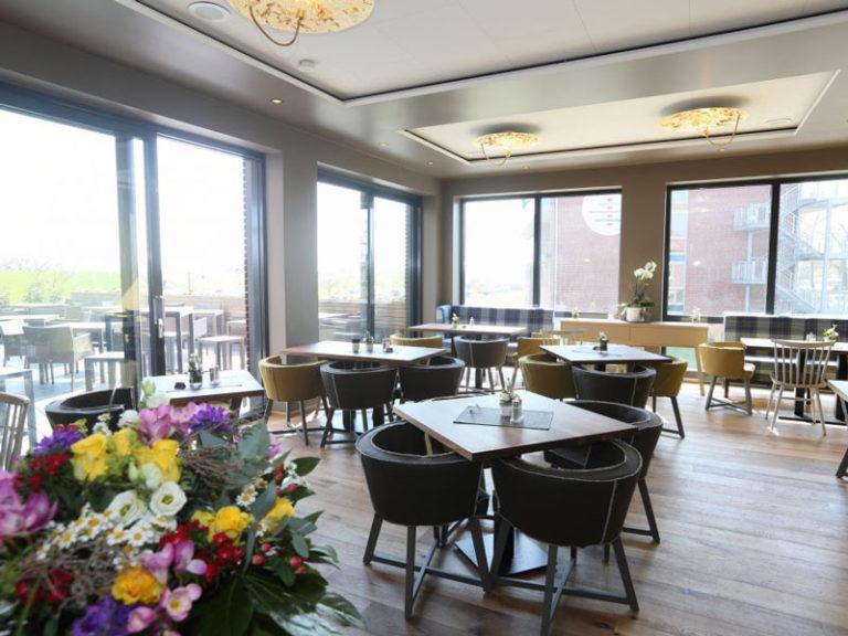 Restaurant Sandbank im Elbstrand Resort - Blick auf die Elbe