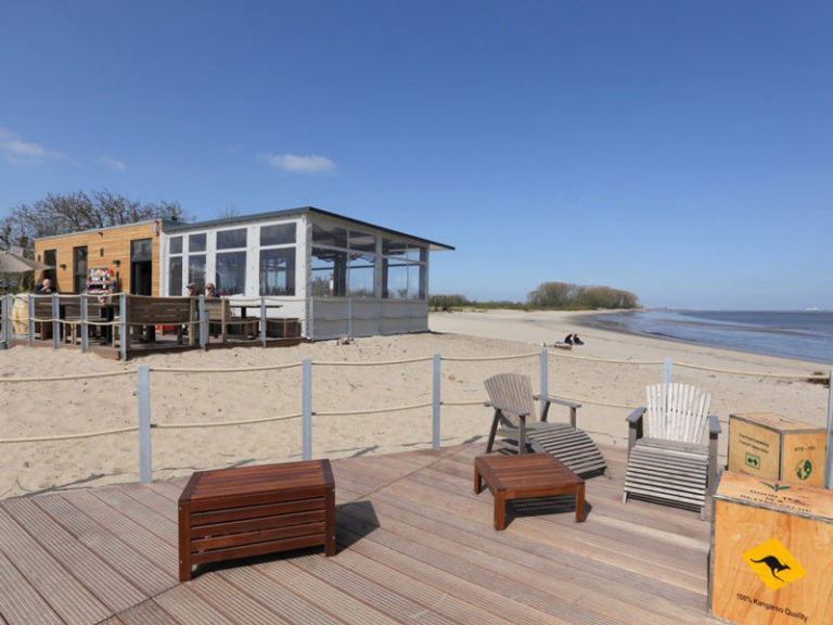 Bistro und Bar StrandZeit - Strandbar am Wasser