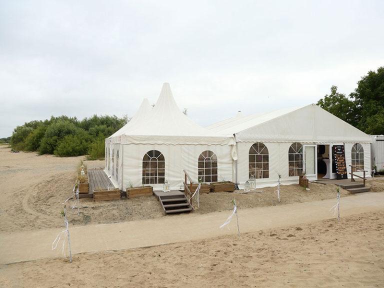 Hochzeit-Location im Zelt am Wasser