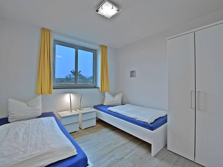 Ferienwohnung D1 R3 zweites Schlafzimmer mit getrennten Betten - Einzelbetten
