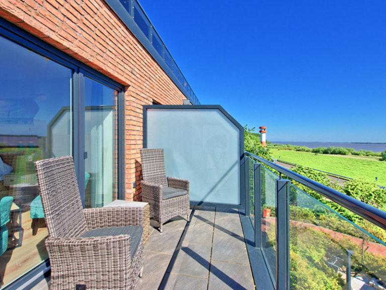 balkon-blick-auf-die-elbe-komfortzimmer-elbblick-klassisch-2021
