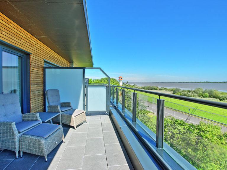balkon-mit-elbblick-offizier-suite-2021