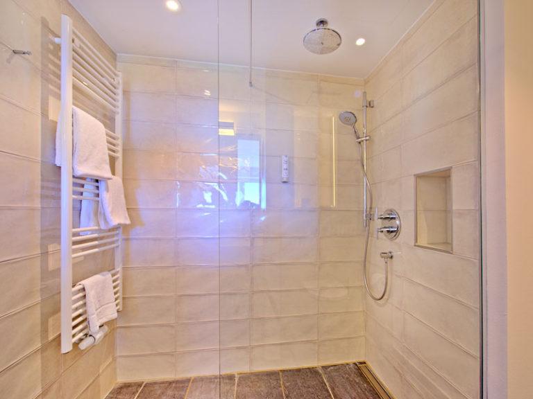 dusche-komfortzimmer-elbblick-klassisch-2021