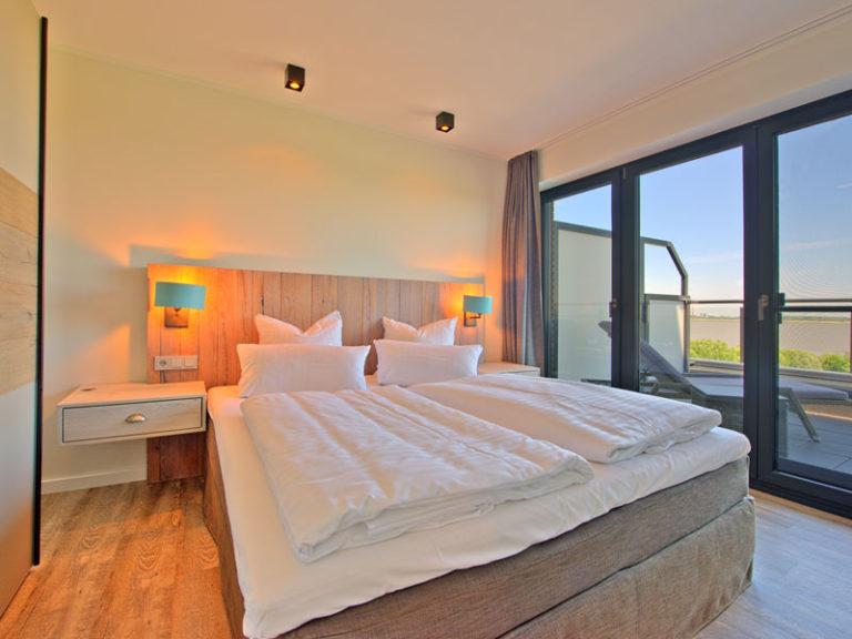 schlafzimmer-mit-elbblick-segelmacher-suite-2021